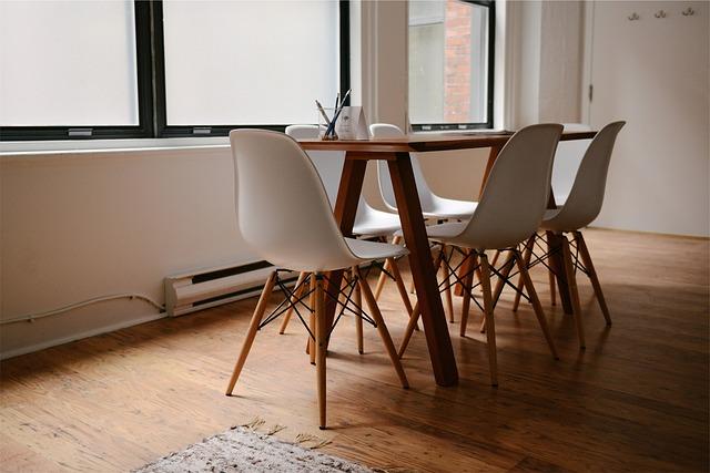 Table chaises location meublé