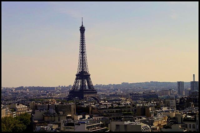 Vue sur Paris avec la tour Eiffel