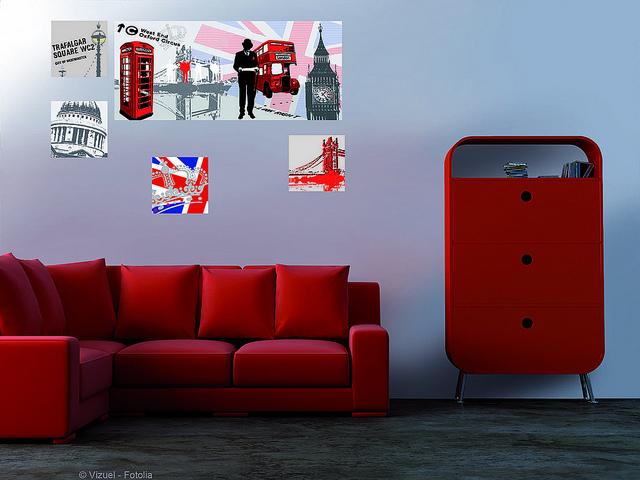 Canapé et commode rouge
